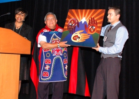 Alandra Washington (Kellogg) honors Jim Thomas (Potlatch Fund Chairman) with Shaun Peterson (artist)